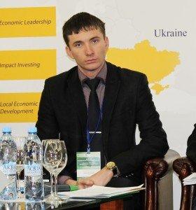 Студентський мер Херсонщини під час виступу на форумі щодо молоді у муніципалітетах.