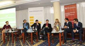 Виступ спікерів на форумі, де говорять про залучення молоді до влади