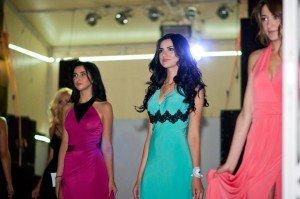 Вихід у вечірніх сукнях